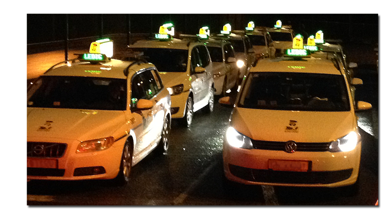 The iToplight smart taxi sign from Pointguard can show the customer's booking number automatically